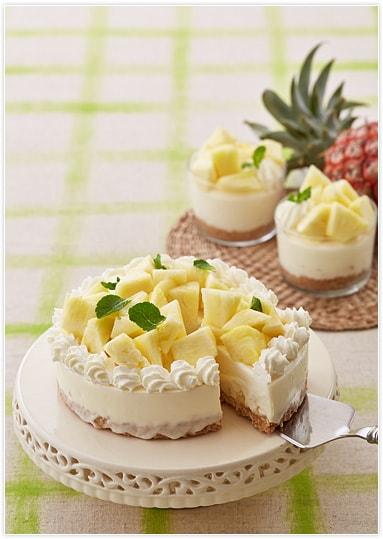 パイナップルをたっぷりと乗せた、夏らしい爽やかなデザート