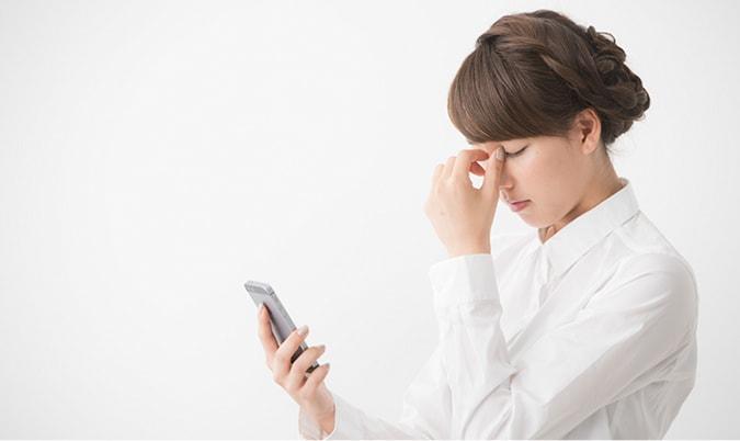 疲れ目の原因→血行不良・眼筋のコリ・涙の減少→疲れ目が引き起こす目元トラブル
