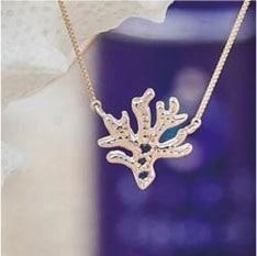 青い珊瑚のネックレス
