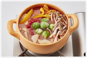 じゃがいもが柔らかくなるまで 分程度煮ます。最後に塩、砂糖、こしょうで味を整えて完成です。